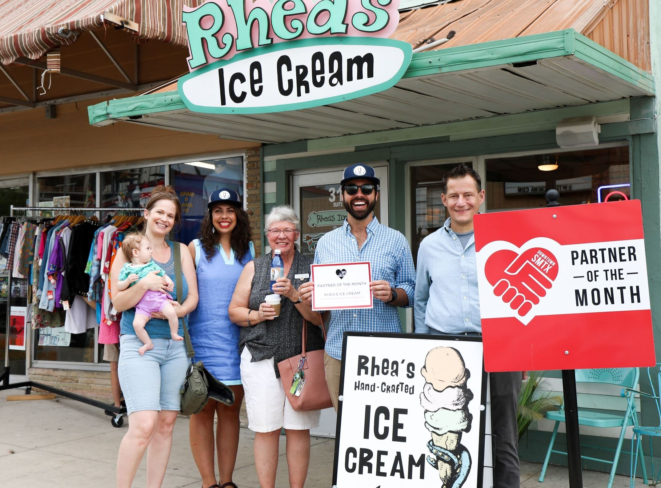 Rhea&#39s Ice Cream Group Picture